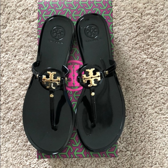 251ce676b016 Tory Burch Mini Miller Flat Thong sandals. M 5ae1db6a3afbbd7a1ee5841f